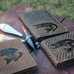 Rybářská peněženka štika (šupinatá kůže)